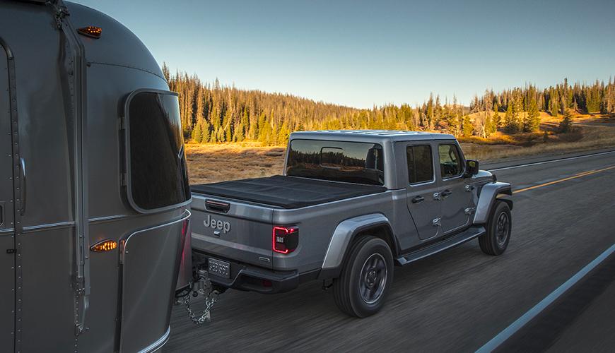 Caravane tractée par un Jeep Gladiator
