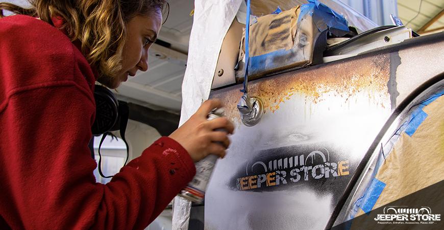 Notre partenaire No Worries Mae a réalisé la peinture personnalisée de cette Jeep.