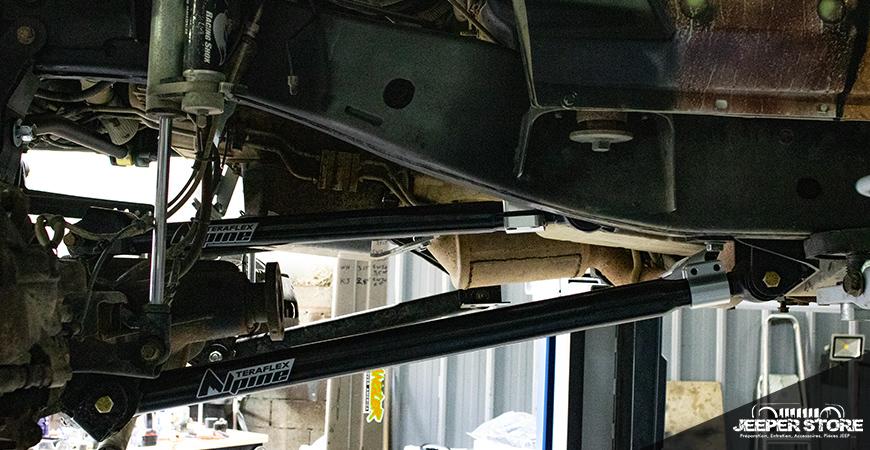 Quatre tirants de suspension avant. Ces 4 tirants de ponts Alpine Teraflex ont été montés sur le Wrangler JK lors de la première phase d'installation du kit Long Arm.