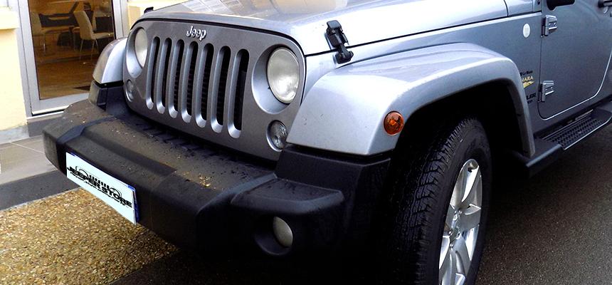 Les pare-chocs d'origine Jeep ont connu de nombreuses transformations, essentiellement à partir de 1996, pour proposer des véhicules plus adaptés au marché Européen. Résultat, ce type de pare-chocs ressemble plutôt à un banc, à l'avant du véhicule. Il est conçu pour une absorption optimale des chocs en cas d'impacts.